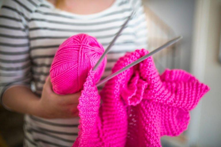 stickning med rosa garn